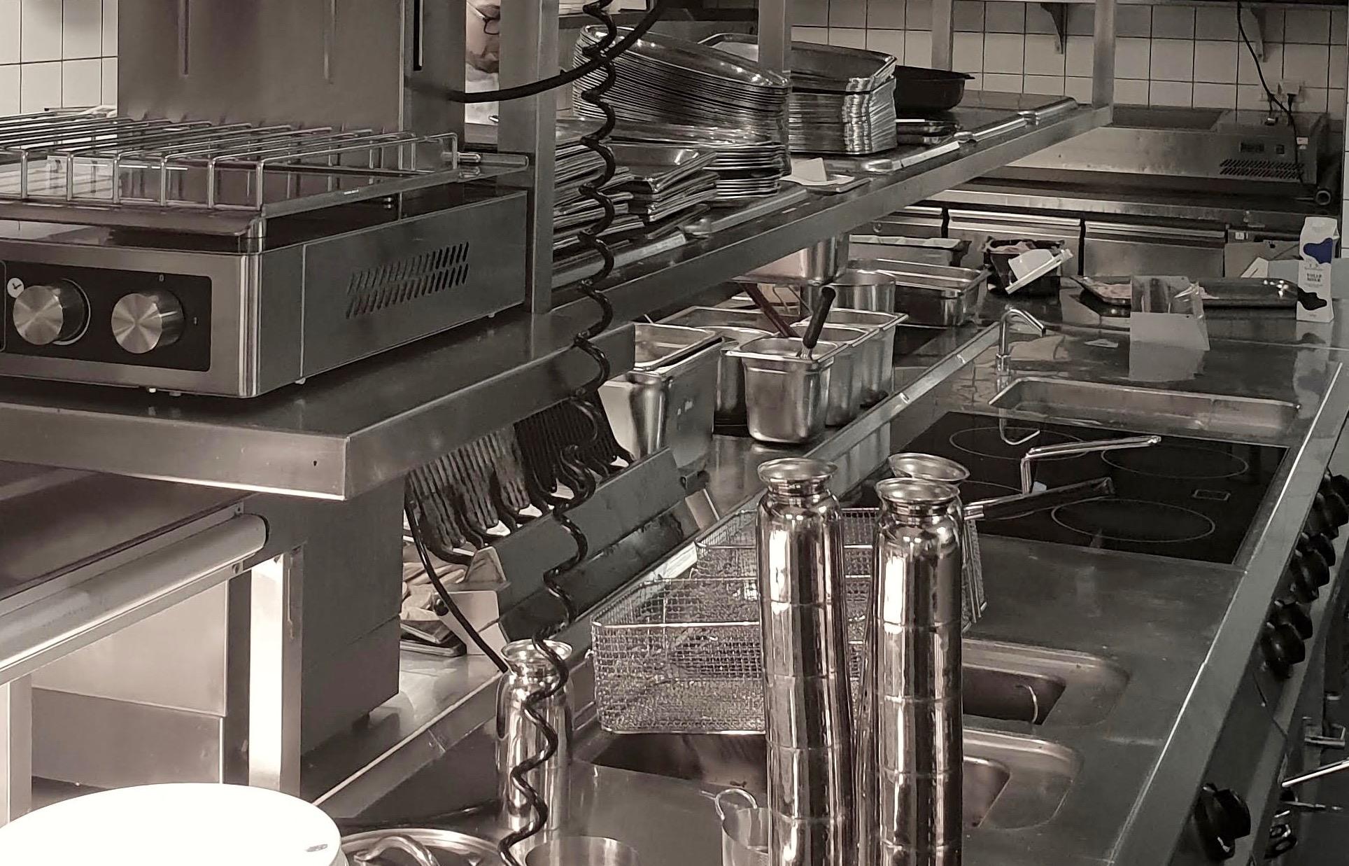 grootkeuken-techniek-horeca-apparatuur-grill-frituur-fornuis